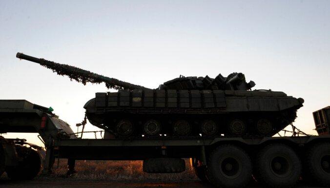 Krievija apsūdz Rietumus par Ukrainas pārvēršanu pulvermucā