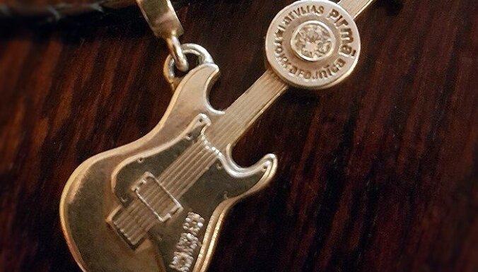 'Roķene' piecu gadu jubilejā izdod suvenīru – 'Sudraba ģitāru'