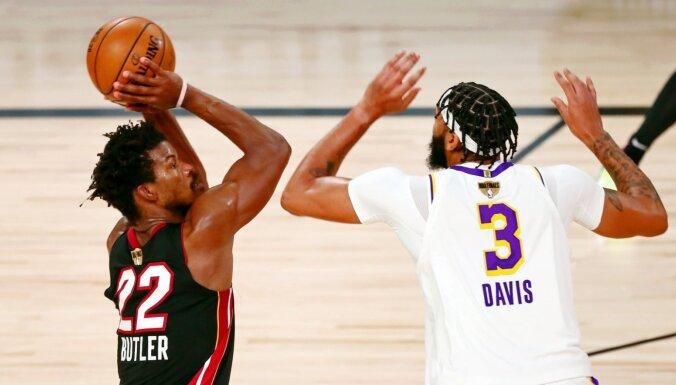 Batlers aizvada izcilu maču un samazina 'Lakers' pārsvaru NBA finālsērijā