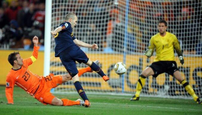 Иньеста— лучший игрок сезона по версии УЕФА