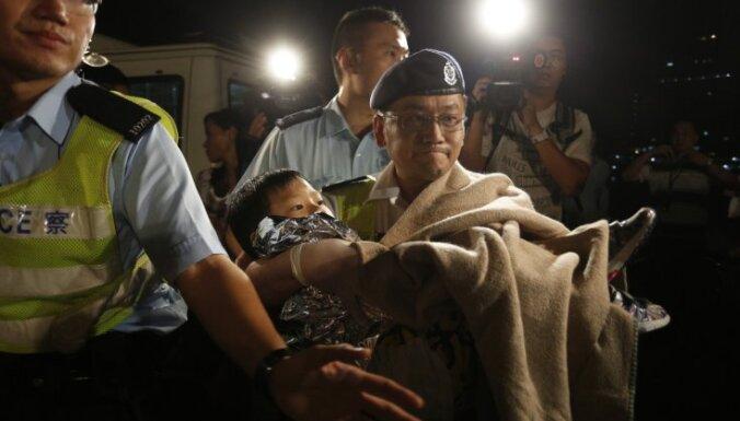 Par Honkongas kuģu sadursmi arestēti seši apkalpes locekļi