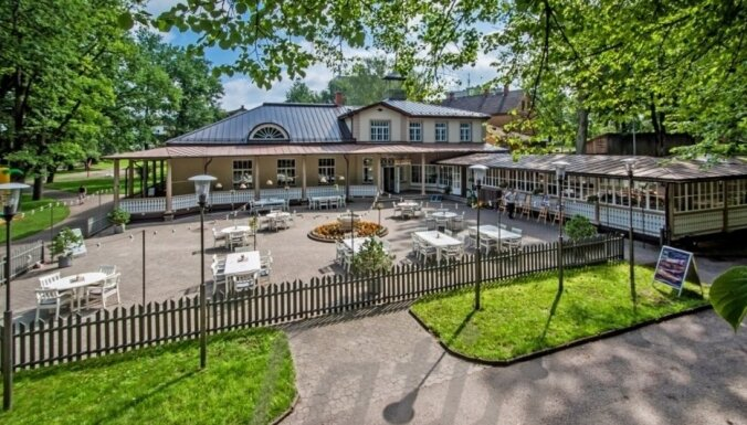 """Продают """"Валмиерскую жемчужину"""" - концертный зал и ресторан Vecpuisis в Холостяцком парке"""