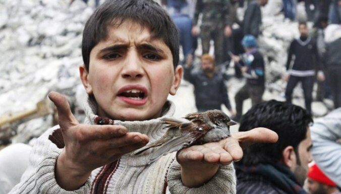 Ziņojums: Sīrijas konfliktā arvien vairāk iesaista bērnus