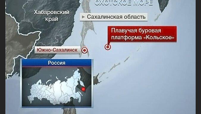 С затонувшей российской буровой платформы спасены 14 человек из 67