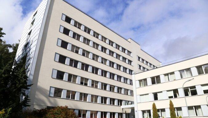 Из-за вспышки Covid-19 в Видземской больнице пациентов с инсультом будут доставлять в другие клиники