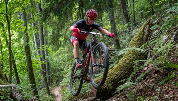 Foto: Sarežģītā un fiziski smagā trasē Siguldā aizvadīts LČ MTB olimpiskajā krosā