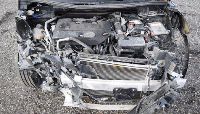 'Nekas traks jau nav noticis!' Uz mītiem par avārijā norakstīta auto atjaunošanu atbild speciālists