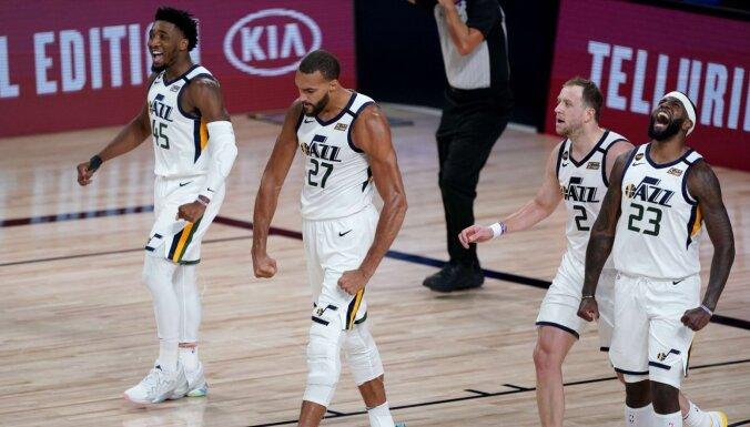 Jūtas 'Jazz' labo NBA rekordu puslaikā realizētajos tālmetienos