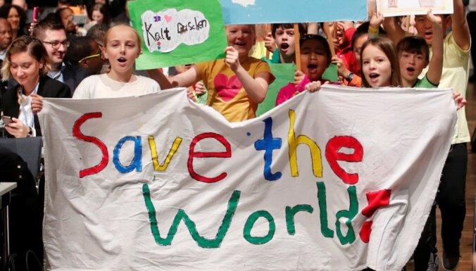 ФОТО: Танцы с Фиджи, киты и медузы на конференции по климату в Бонне