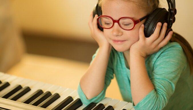 Terapija sirdij un prātam: kā mūzika var palīdzēt, kad ir grūti