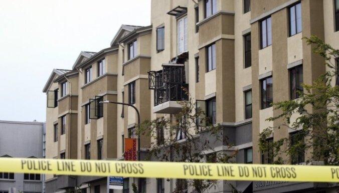 Kalifornijas apšaudes sarīkotāju mājās atrastas sprāgstvielas un ieroči