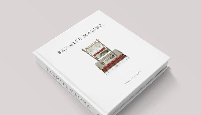 Izdota monogrāfija par mākslinieci Sarmīti Māliņu