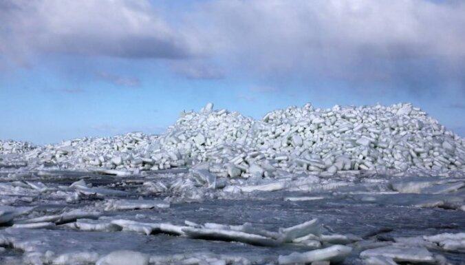 Pārsteidzošas fotogrāfijas, kurās iemūžināti milzu ledus krāvumi Engurē