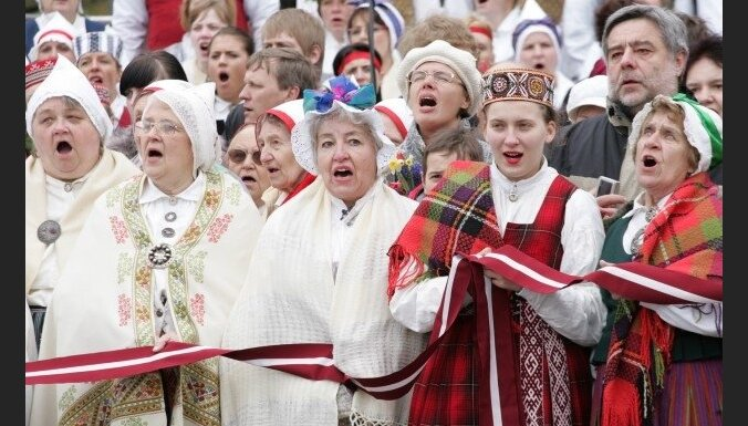 Опрос: латыши хотели бы видеть Латвию зажиточной страной
