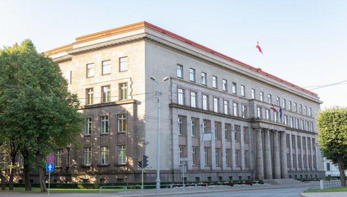 Nebija tīrīta kopš pirmsākumiem – par pusmiljonu eiro sakops Ministru kabineta fasādi