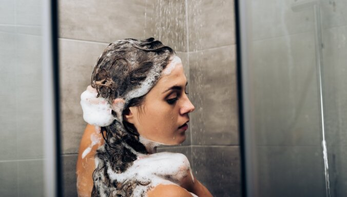 Cik bieži mazgāt matus, lai tie būtu veselīgi?