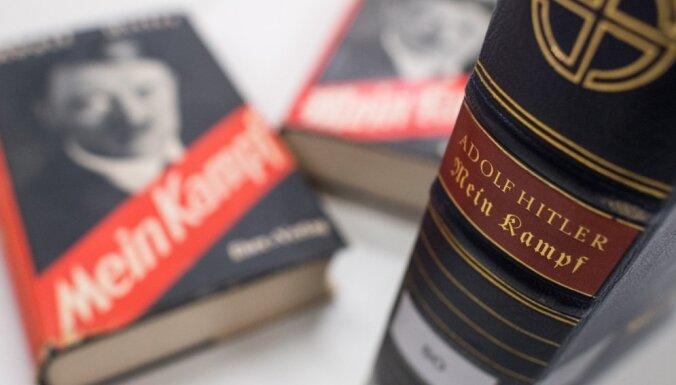 Itālijā Berluskoni brālim piederošs laikraksts bez maksas izplata 'Mein Kampf'