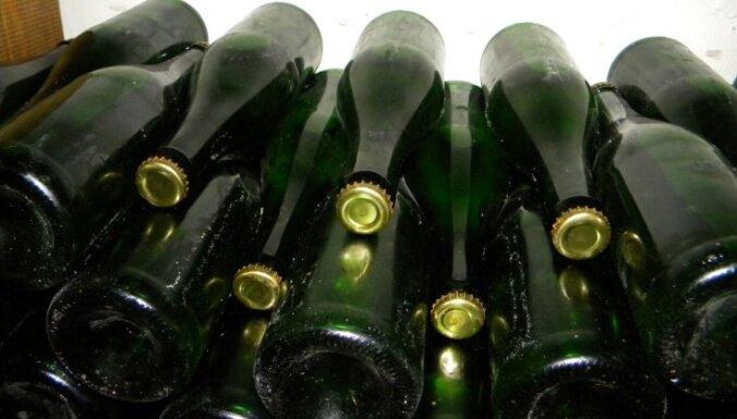 No saindēšanās ar alkoholu, kam piejaukts metanols, Čehijā mirušo cilvēku skaits pieaudzis līdz 20