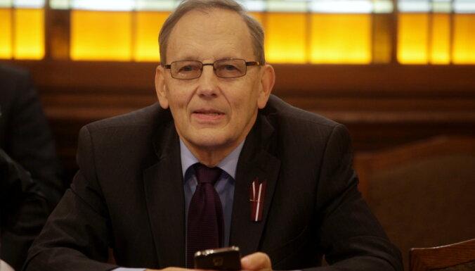 Депутат от Нацблока предложил построить армию роботов, чтобы не пустить в Латвию 130 000 гастарбайтеров