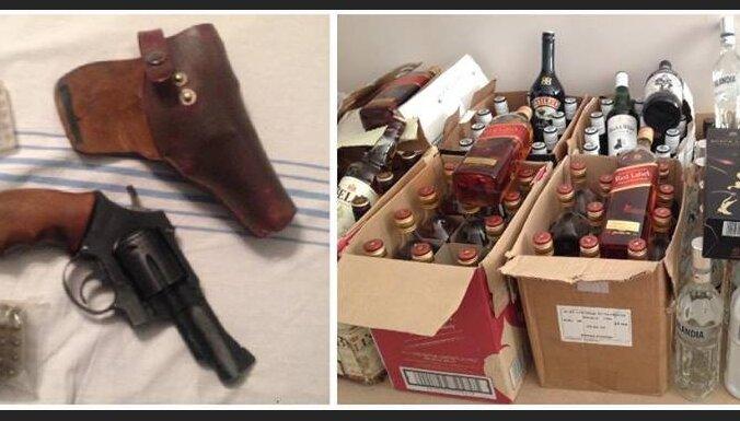 В Риге у мужчины изъяли 83 литра нелегального алкоголя и оружие