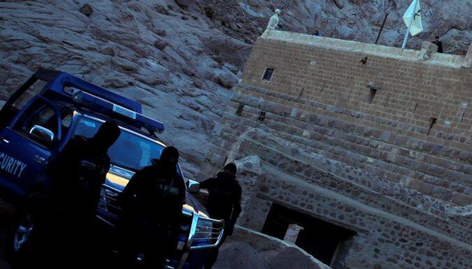 Apšaudē pie Ēģiptes klostera nogalināts policists