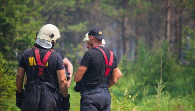 Valdgales pagasta ugunsgrēka dzēšana joprojām turpinās