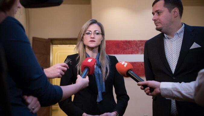 Saeima ievēl žurnālistus Kalderausku un Eglīti par NEPLP locekļiem