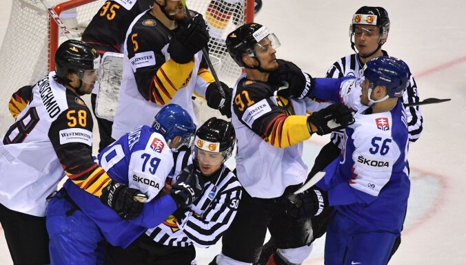 Vēl viena hokeja drāma: Vācija neticami atspēlējas un sarūgtina mājinieci Slovākiju