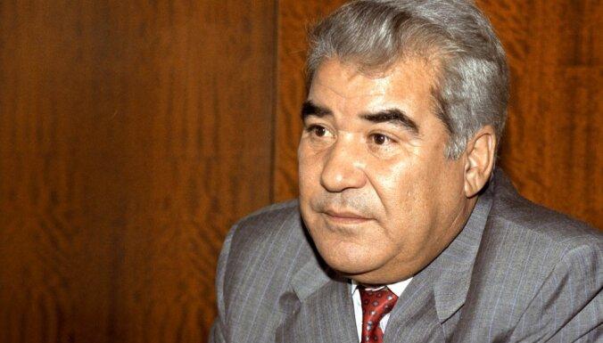 В Ашхабаде демонтировали позолоченный памятник Туркменбаши Ниязову