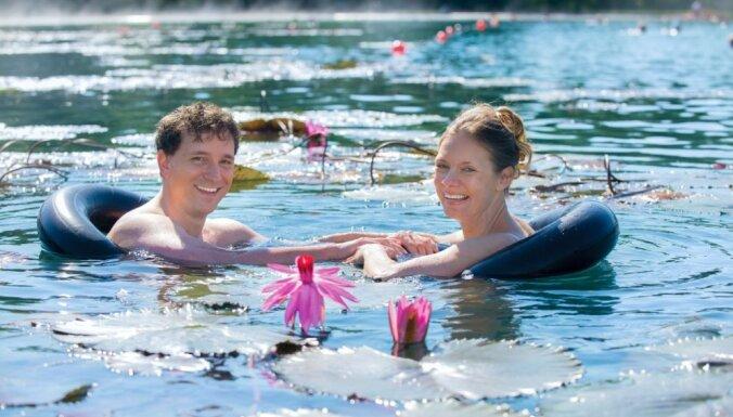 Pasaulē lielākais termālais ezers Ungārijā, kur pat ziemas vidū var peldēties starp ūdensrozēm