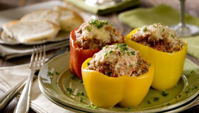 Pildīti dārzeņi, sacepumi un frikadeles: 17 maltās gaļas maltītes vakariņām