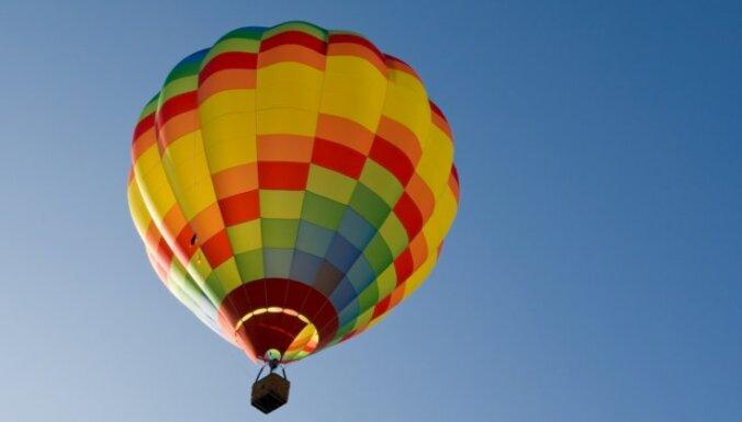 Strauji piezemējoties gaisa balonam, Rēzeknes novadā cieš Vācijas pilsonis