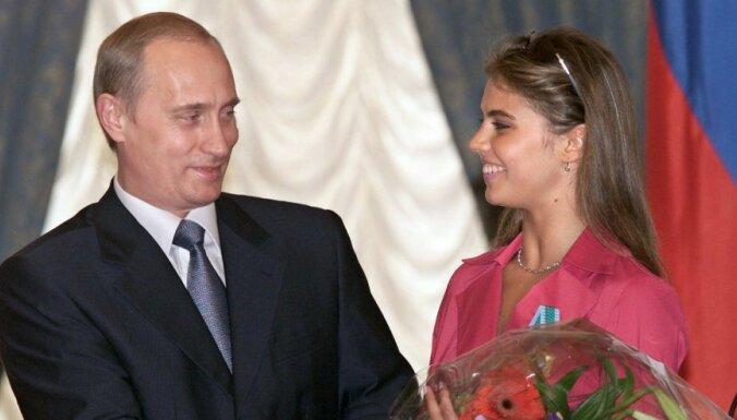 Песков опроверг, что Путин обвенчался с гимнасткой Кабаевой