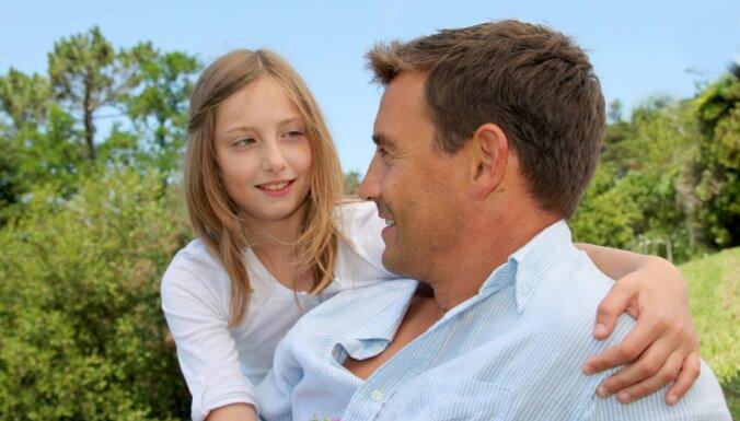 20 lietas, ko tētiem būtu vērts iegaumēt meitu lološanā