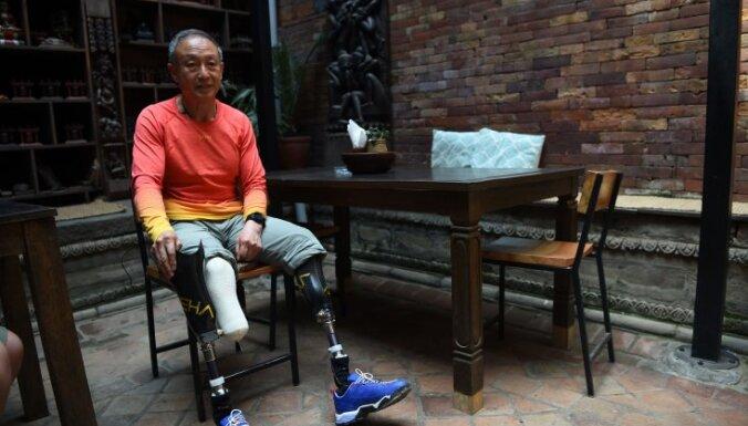 Китайский альпинист-ампутант с пятой попытки покорил Эверест