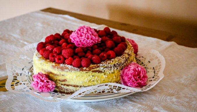 Andrejmuižas saimnieces lauku torte ar vārīto krēmu