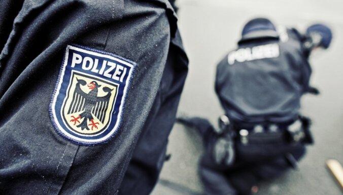 Германия: Mercedes с латвийскими номерами совершил аварию, водитель скрылся
