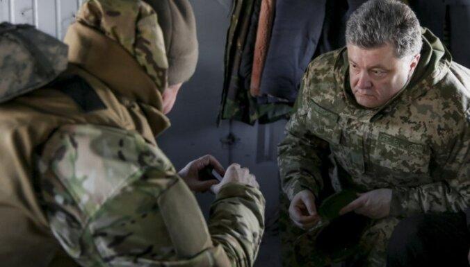 Порошенко пригласил на Украину военных экспертов ЕС