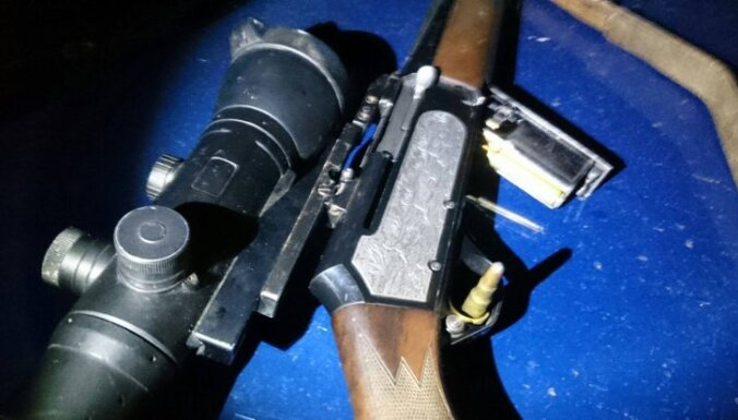 Policija pieķer mednieku, kuram anulētas tiesības glabāt šaujamieroci