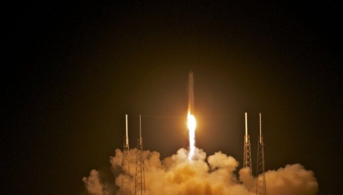 Ракета Falcon 9 с грузовиком Dragon взорвалась сразу после запуска