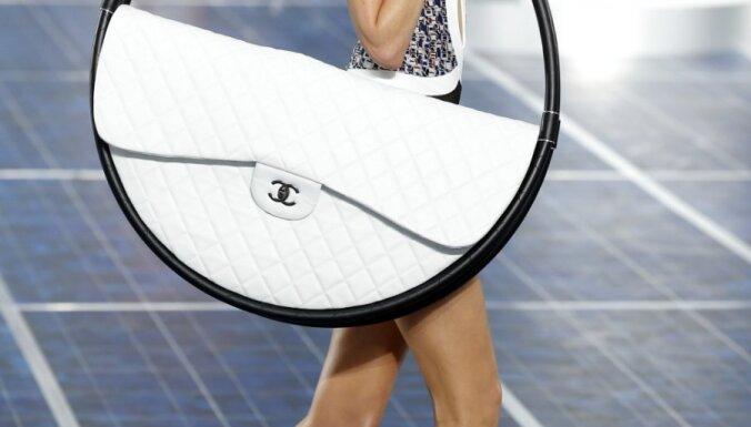 Карл Лагерфельд создал самую большую в мире ручную сумочку