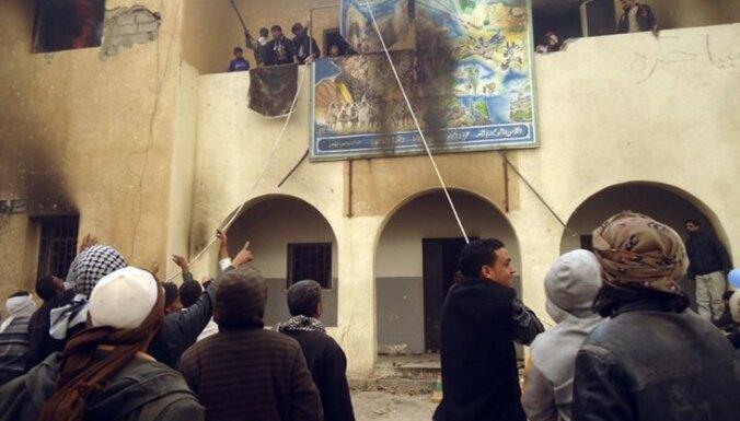 Каддафи не удается подавить революцию