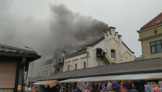 ФОТО, ВИДЕО: На территории Центрального рынка загорелась гостиница; на месте работали более 50 пожарных