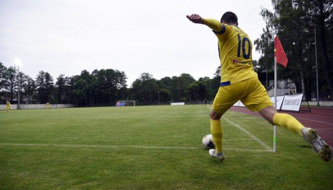 'Ventspils' futbolistiem panākums Jūrmalā; elektrības trūkuma dēļ pārtrauc 'Liepājas' un RFS spēli