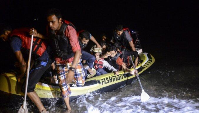 ES un Turcijas vienošanās nav krasi mazinājusi migrantu pieplūdumu, teikts ziņojumā