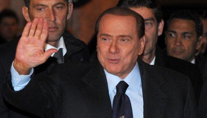 Комиссия сената Италии просит лишить Берлускони полномочий