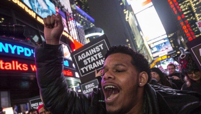 Нью-Йорк охвачен протестами: оправдан полицейский, задушивший афроамериканца