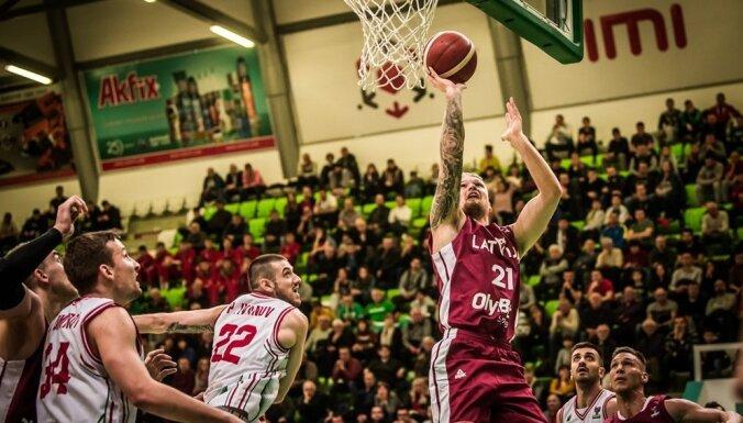 Latvijas basketbolisti divu pagarinājumu drāmā zaudē arī Bulgārijai