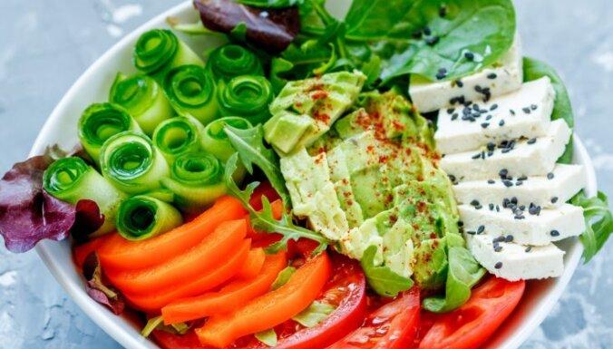 Ēd un tievē – trešā nedēļa: ēdienkarte un speciālistu ieteikumi, ko ēst svētkos