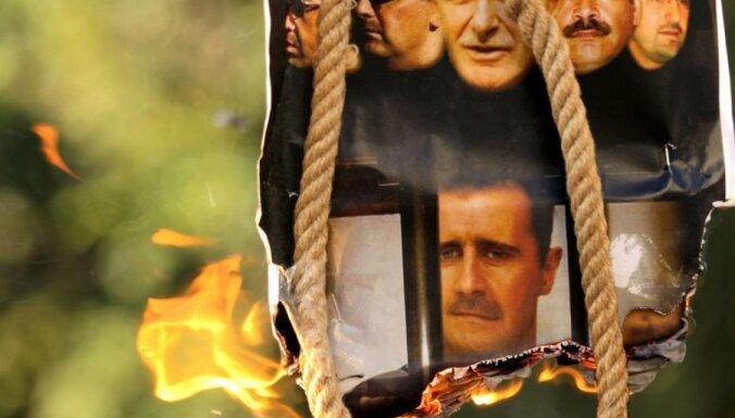 Sīrijas pilsētā Hamā ieiet tanki, nogalināti 130 cilvēki (plkst.23:18)